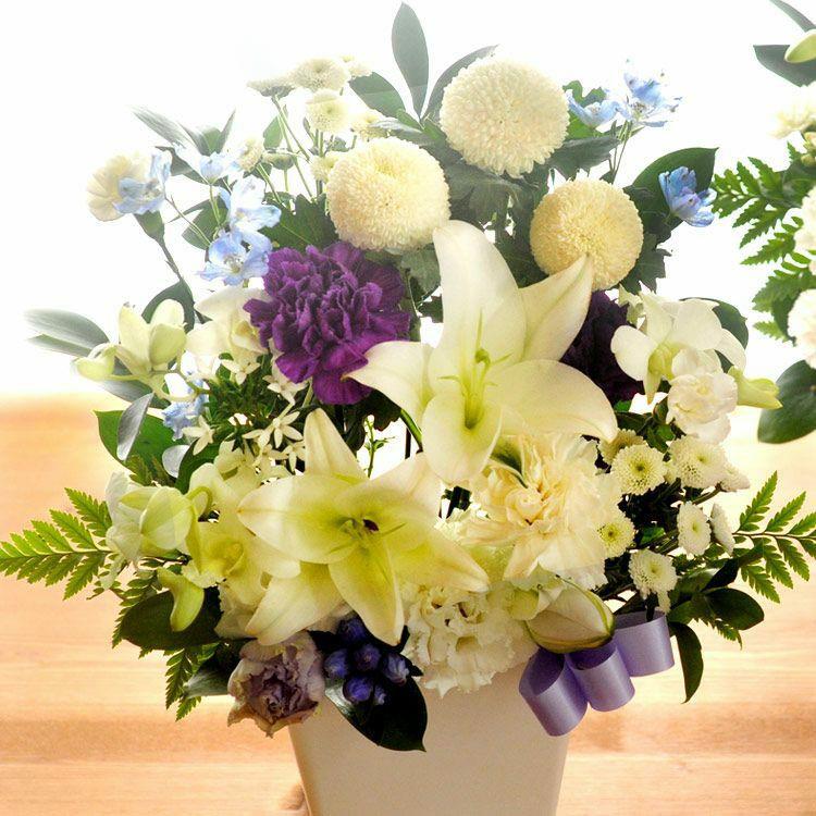 ユリと洋花を使ったお供え花